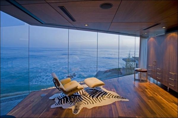 Lemperle Residence with ocean views in California